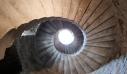 Γιατί τα παλιά κάστρα είχαν περιστρεφόμενες σκάλες
