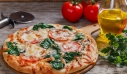 Πίτσα με σπανάκι και παρμεζάνα