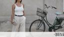 Έξι cool τρόποι να φορέσεις ένα μονόχρωμο, λευκό top και το φθινόπωρο