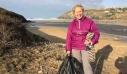 70χρονη καθάρισε ολομόναχη μέσα σε ένα χρόνο 54 ακτές (εικόνες)