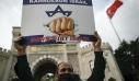Διαδηλωτές στην Κωνσταντινούπολη διαμαρτύρονται κατά της δημοσίευσης σκίτσων του Μωάμεθ από το Charlie Hebdo