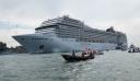 Βενετία: Υπό αυστηρά υγειονομικά μέτρα και διαμαρτυρίες ξεκίνησε το πρώτο κρουαζιερόπλοιο