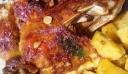 Αρνάκι λεμονάτο με μελωμένες πατατούλες στη γάστρα!!!