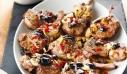 Αρνίσια παϊδάκια με ελιές και πιπεριές