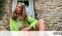 Αυτά τα πανωφόρια φορούν οι celebrities τις «φθινοπωρινές» μέρες του καλοκαιριού