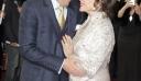 Ο έρως χρόνια δεν κοιτά: 83χρονη ηθοποιός μες στα μέλια στο κόκκινο χαλί με τον κατά 32 χρόνια νεότερο σύζυγό της (φωτό)