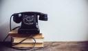 Viral η απέλπιδα προσπάθεια δύο 17χρονων να τηλεφωνήσουν από περιστροφικό τηλέφωνο [βίντεο]