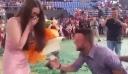 Έκανε πρόταση γάμου στην κοπέλα του αμέσως μετά την αποφοίτηση της στο ΤΕΙ Κρήτης