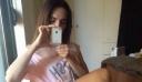 Η Μάγκυ Χαραλαμπίδου ποζάρει φορώντας μόνο ένα μπλουζάκι και κολάζει (φωτό)