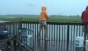 Απίστευτο: Δείτε τι έπαθε η κοπέλα την ώρα που ψάρευε (video)