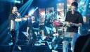Οι έλληνες τραγουδιστές που τους ...ραίνουν με χαρτονομίσματα στην πίστα (φωτό)