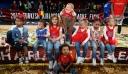 Η χαρά των παιδιών με το τρόπαιο της Ευρωλίγκας