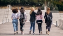Η Triumph εξυμνεί τη γυναικεία συλλογικότητα με μία νέα παγκόσμια καμπάνια