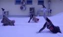Ρωσίδες κάνουν γιόγκα στο χιόνι