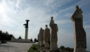 Ηράκλειο: Γερμανοί τουρίστες προσπάθησαν να ουρήσουν στο μνημείο του Ολοκαυτώματος της Βιάννου