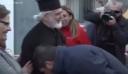 Η απάντηση του Νίκου Χαρδαλιά για το «χειροφίλημα» στον ιερέα μετά τις αντιδράσεις (βίντεο)