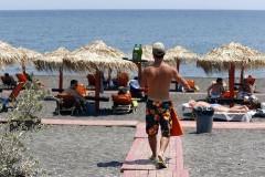 Πλαφόν και επίσημα πλέον και στις τιμές στις οργανωμένες παραλίες