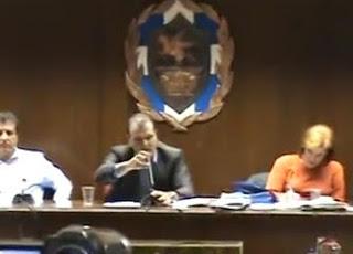 Χαμός στο Δημοτικό Συμβούλιο Κορίνθου [βίντεο]