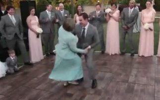 Μάνα και γιος σε χορευτικό σόου