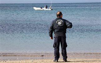 Έπεσε στη θάλασσα και ο γιος του βούτηξε να τον σώσει