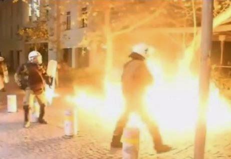 ΧΑΟΣ στην Αθήνα – Δείτε το ΒΙΝΤΕΟ από τα επεισόδια που κάνει τον γύρο του κόσμου [βίντεο]