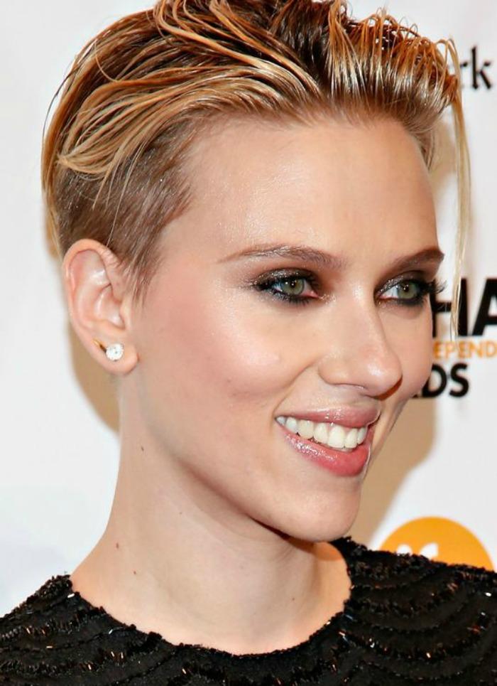 ΣΟΚ!! Η Scarlett Johansson ΞΥΡΙΣΕ το κεφάλι της!! [pics]