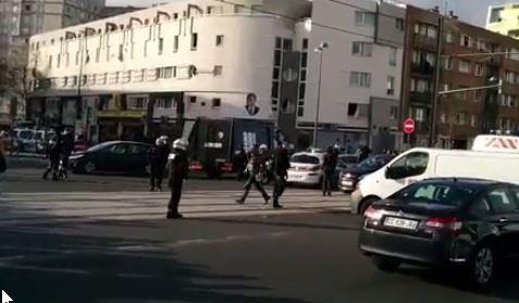 Άντρας με καλάσνικοφ και χειροβοβμίδες κρατά 3 ομήρους (βίντεο) – Παρίσι