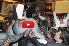 Αγριο ξύλο στη Βουλή του Νεπάλ!! Πέντε άτομα στο νοσοκομείο!! (βίντεο – Pics)