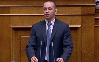 Επίθεση κατά πάντων από τον Ηλία Κασιδιάρη στη Βουλή
