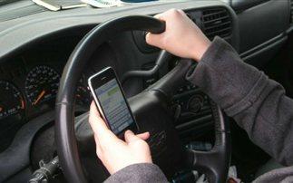 Έρευνα: Η οδήγηση με κινητό ισοδυναμεί με οδήγηση υπό επήρεια μέθης