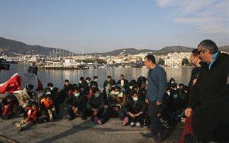Στους μετανάστες της Μυτιλήνης ο Θεοδωράκης