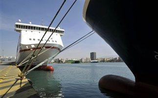 Ταλαιπωρία στα λιμάνια και βελτίωση του καιρού