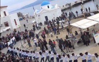 Χασάπικο με 150 χορευτές στο λιμάνι της Μυκόνου