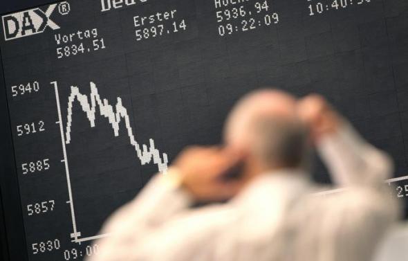 Στα ύψη τα επιτόκια των ελληνικών ομολόγων