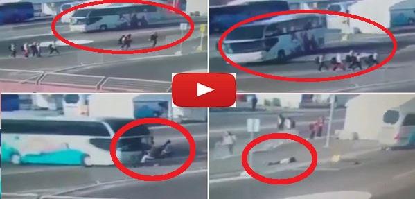 Σοκαριστικό βίντεο!! Δείτε την τρελή πορεία λεωφορείου που τραυματίζει 15χρονες αθλήτριες!! (βίντεο)