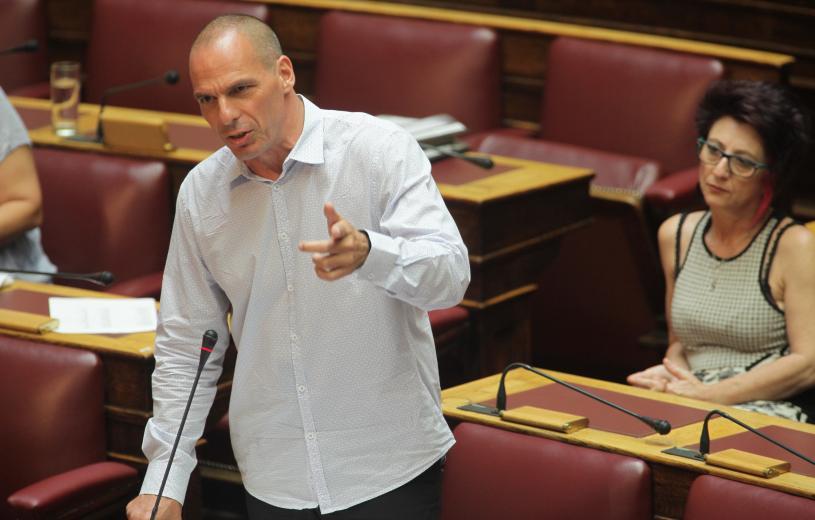 """""""Γιατί καταψήφισα"""": O Βαρουφάκης γράφει για τον εκβιασμό των δανειστών, για την εναλλακτική και γιατί έπρεπε να παραδοθούν τα κλειδιά του Μαξίμου"""