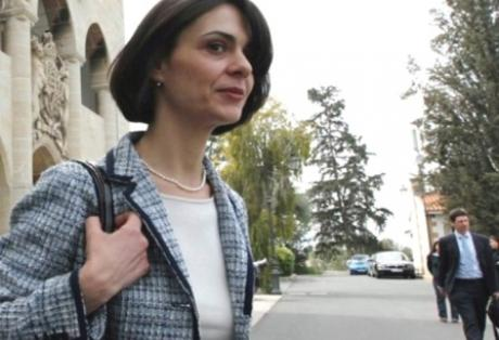 Ποια είναι η νέα εκπρόσωπος του ΔΝΤ, Ντέλια Βελκουλέσκου, που στην Κύπρο ο Αναστασιάδης φέρεται να της πέταξε την καρέκλα