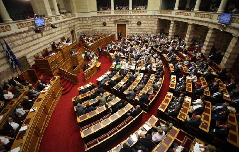 """Η κυβέρνηση πήρε την έγκριση της Βουλής, 251 """"ναι"""", 32 """"όχι"""", οκτώ """"παρών"""", επτά απουσίες από ΣΥΡΙΖΑ"""
