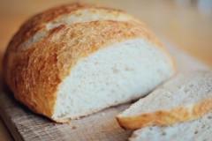 Συνταγή για αφράτο σπιτικό ψωμί με 4 υλικά!!