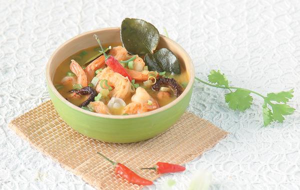 Η κλασική ταϊλανδέζικη σούπα tom ka kai