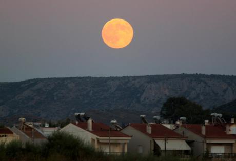 Αν τη χάσετε θα περιμένετε μέχρι το 2033 για να την ξαναδείτε – Στις 28 Σεπτεμβρίου η σούπερ Σελήνη στον ουρανό