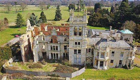 Τα άφησαν να ρημάζουν: Εντυπωσιακά παλάτια που έγιναν ερείπια (photos)