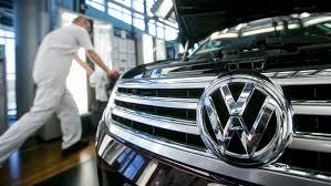 Το Βερολίνο επεξεργάζεται σχέδιο για τη διάσωση θέσεων εργασίας στη Volkswagen