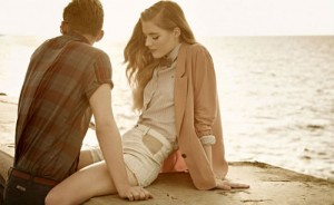 Boyfriend look: Οι πιο stylish τρόποι να φορέσεις το άνετο t-shirt…