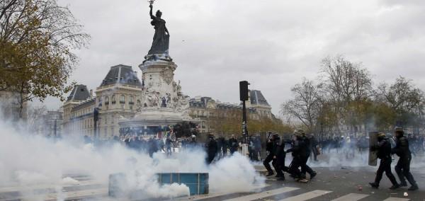 Γαλλία: 208 προσαγωγές στα επεισόδια στο Παρίσι