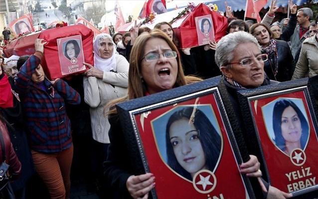 Τουρκία: Βίαιες συγκρούσεις σε κηδείες γυναικών