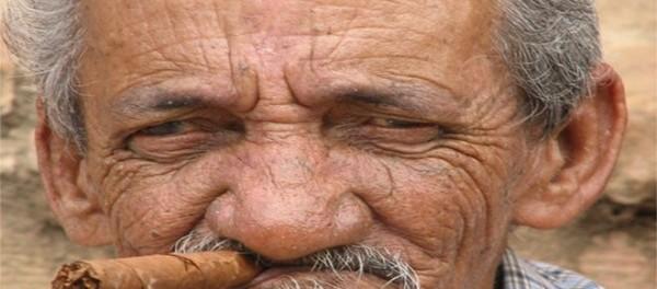 ΘΕΪΚΟ Ανέκδοτο: Παππούς 97 ετών πάει σε ασφαλιστή
