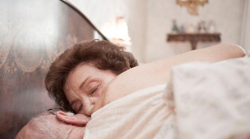 91χρονη βρέθηκε νεκρή από ασφυξία μετά από σ εξ με τον 49χρονο γείτονά της
