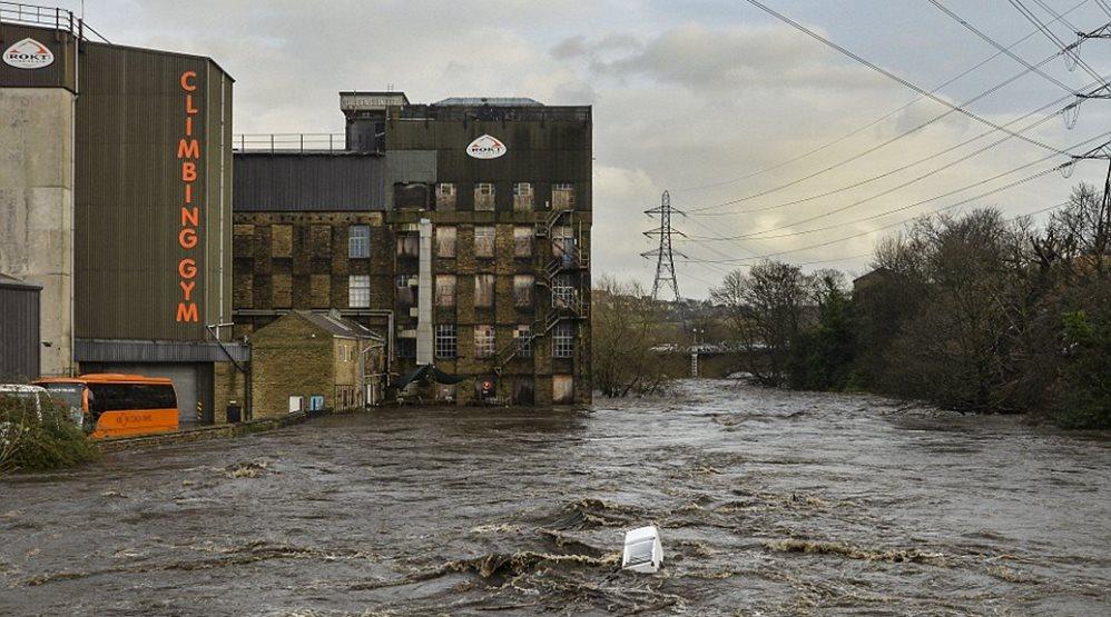 «Κόκκινος συναγερμός» στην Αγγλία- Απίστευτες πλημμύρες από τις βροχοπτώσεις! (ΦΩΤΟ)