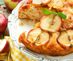 Φτιάξτε ανάποδο κέικ με καραμελωμένα μήλα και φέρτε τα «πάνω-κάτω»!